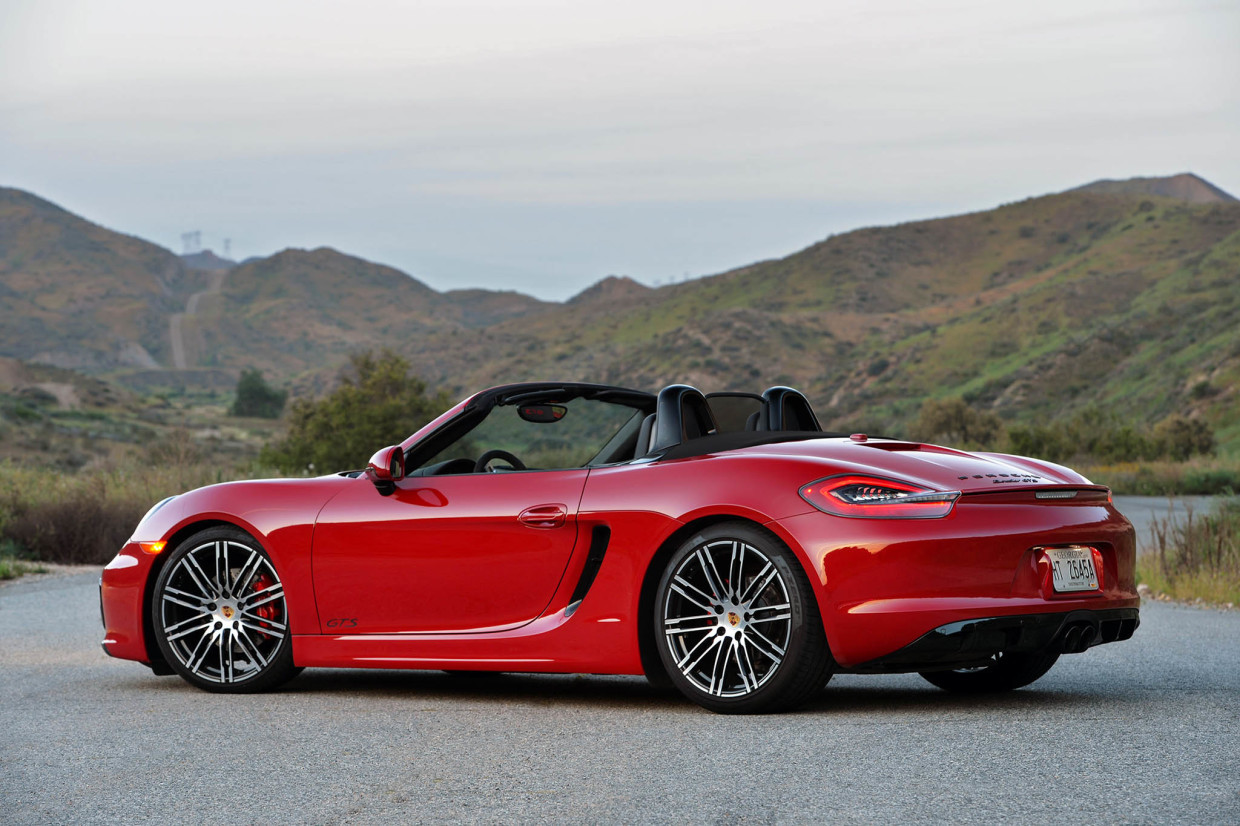 Autoweb-2015-July-Comparison-PDK-vs-Manual-2015-Porsche-Boxster-Cayman-010