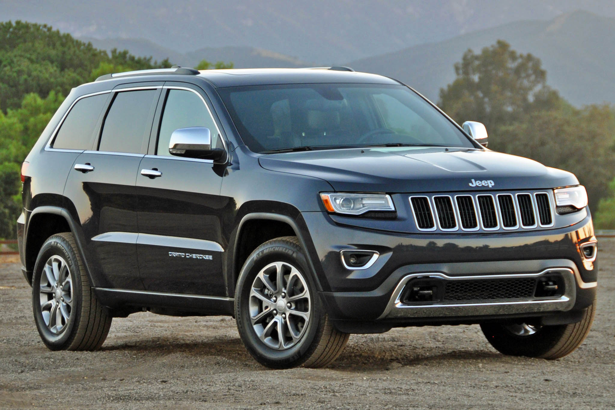 autoweb 2015 august review 2015 jeep grand cherokee ecodiesel 001. Black Bedroom Furniture Sets. Home Design Ideas