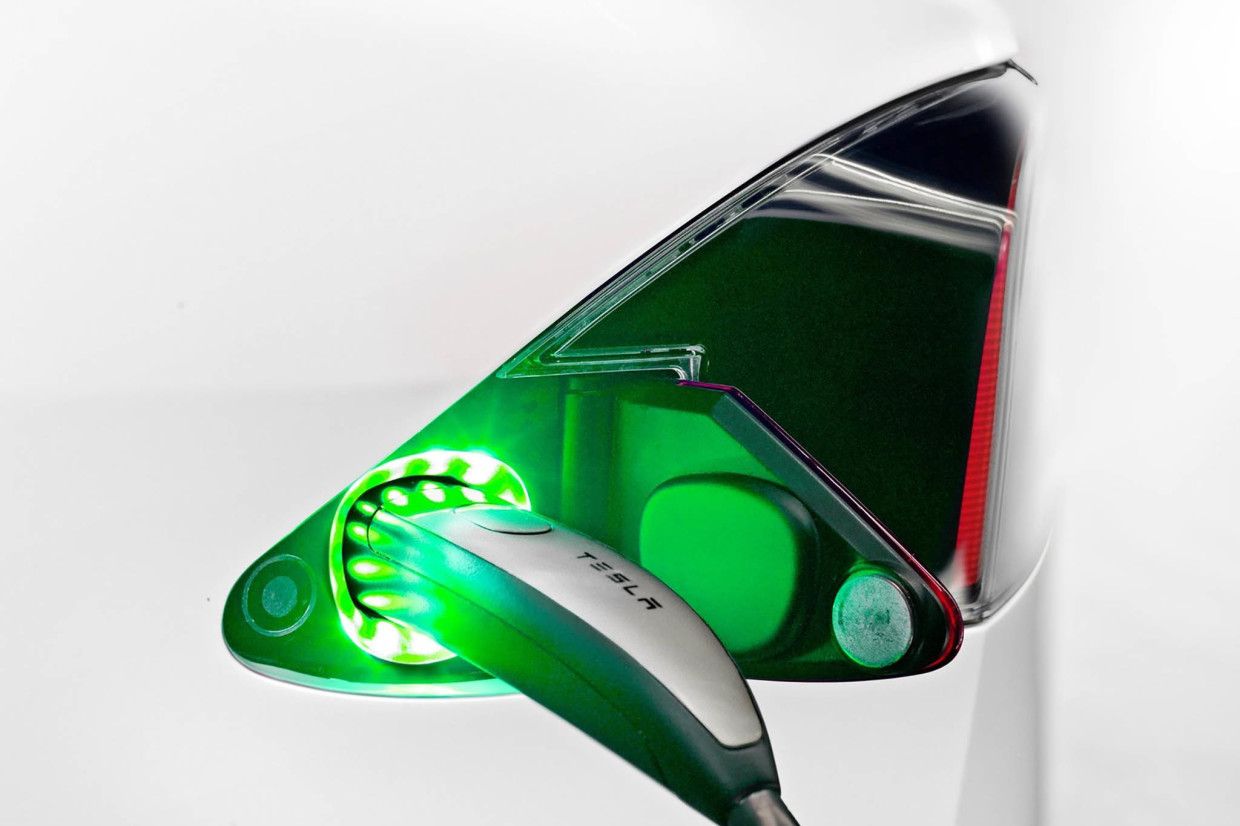 AutoWeb-2015-September-Exclusive-Tesla-Supercharger-001