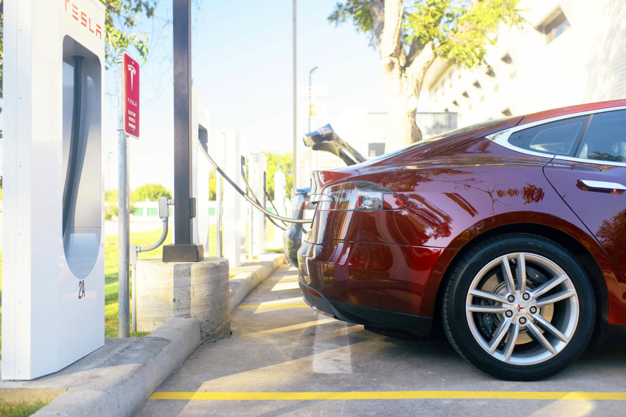 AutoWeb-2015-September-Exclusive-Tesla-Supercharger-002