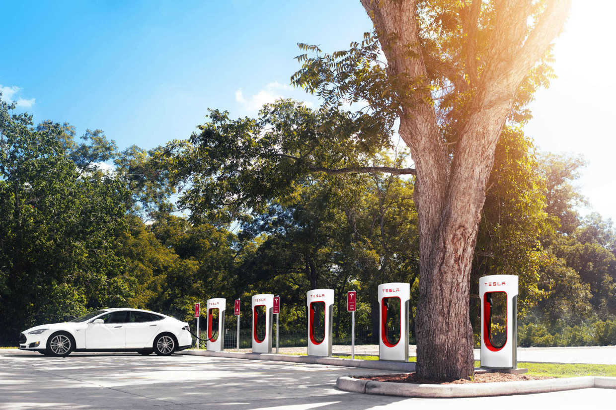 AutoWeb-2015-September-Exclusive-Tesla-Supercharger-003