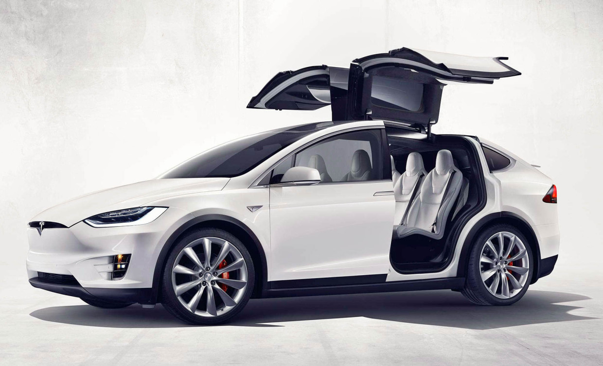 AutoWeb-2015-October-Preview-Tesla-Model-X-001